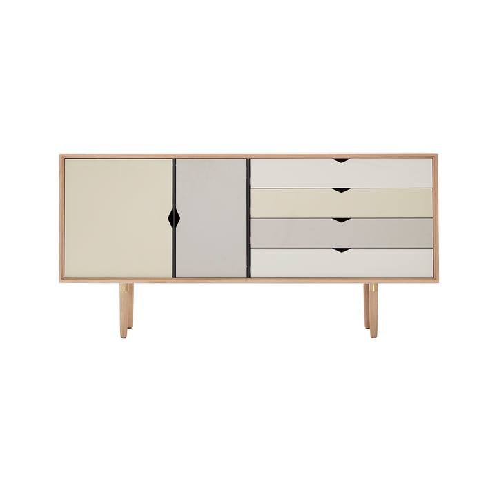 S6 skænk fra Andersen Furniture i sæbebehandlet eg (front i sølv, jern, Doeskin)