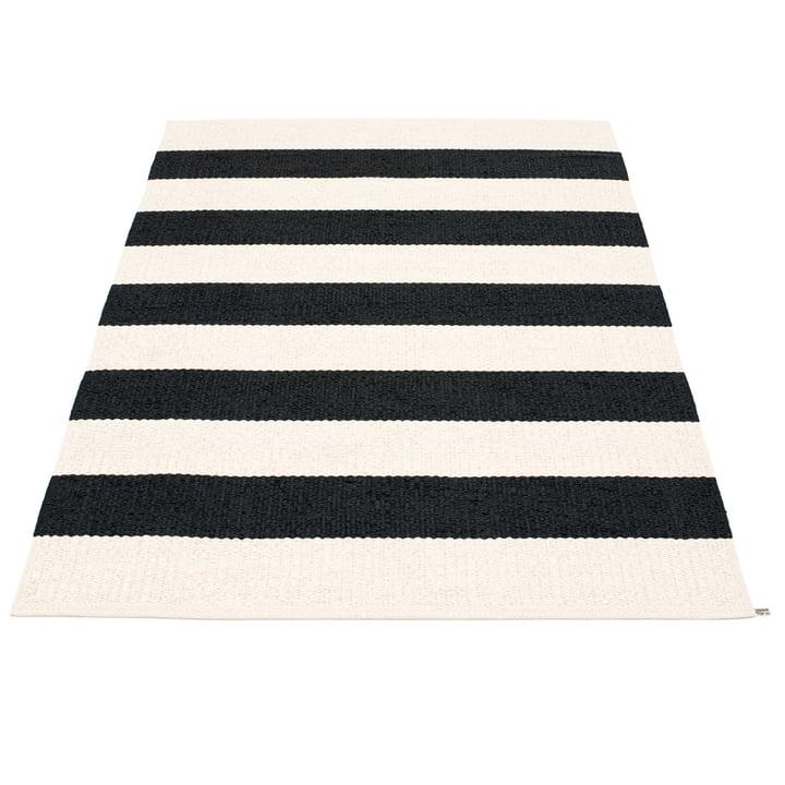 Bob tæppe 140 x 220 cm fra Pappelina i Black/Vanilla