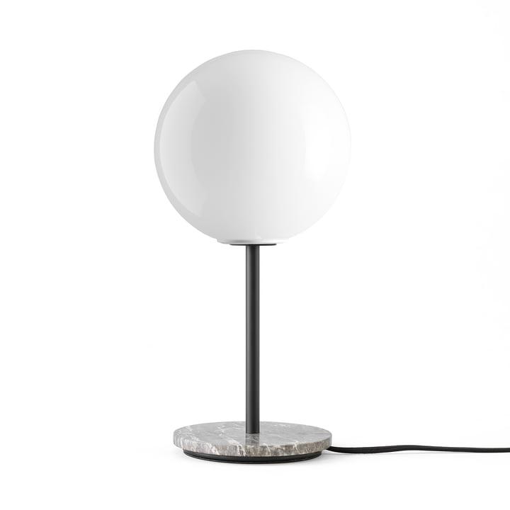TR bordlampe fra Menu i marmorgrå / lysende skinnende opal