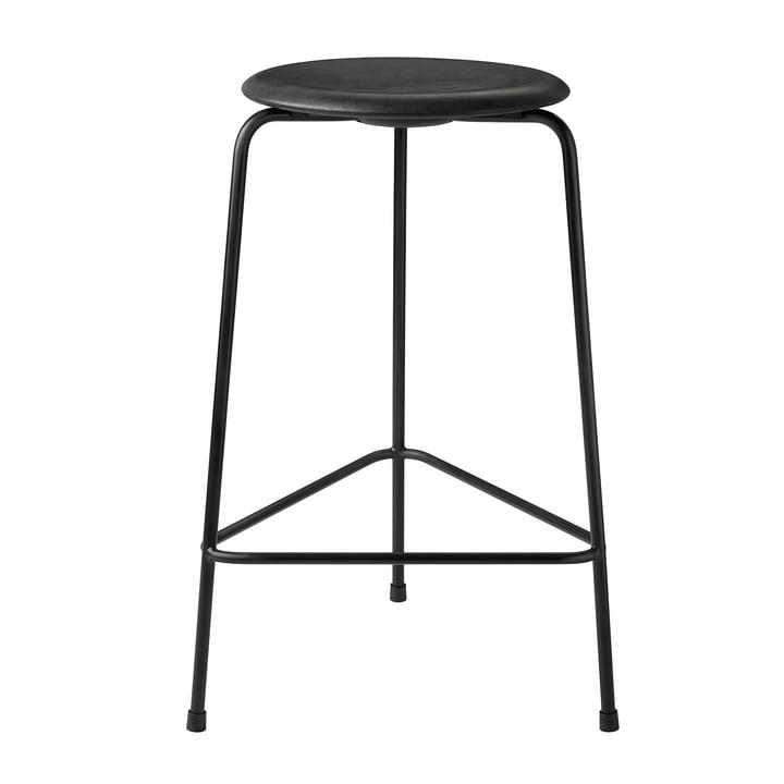 Dot Barstool af Fritz Hansen - H 65 cm, sort læder / bundramme sort