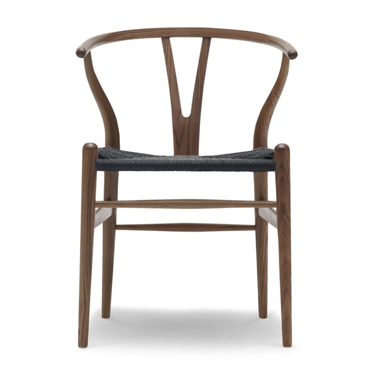 CH24 Wishbone Chair af Carl Hansen i olieret valnød / sort kurv