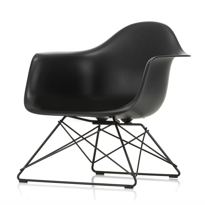 Eames Plastic lænestol LAR fra Vitra i grundlæggende mørk / dyb sort