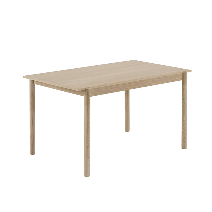 Lineært træ spisebord 140 x 85 cm i eg af Muuto