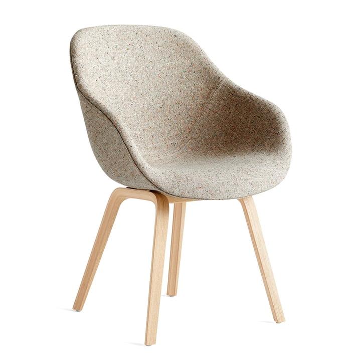 About A Chair AAC 123, matlakeret eg / Bolgheri LGG60 af Hay