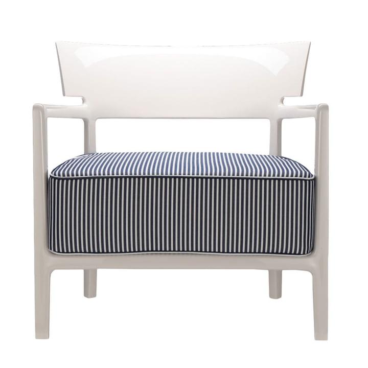 Cara udendørs lænestol af Kartell med ramme elfenben / dækning blå-hvid