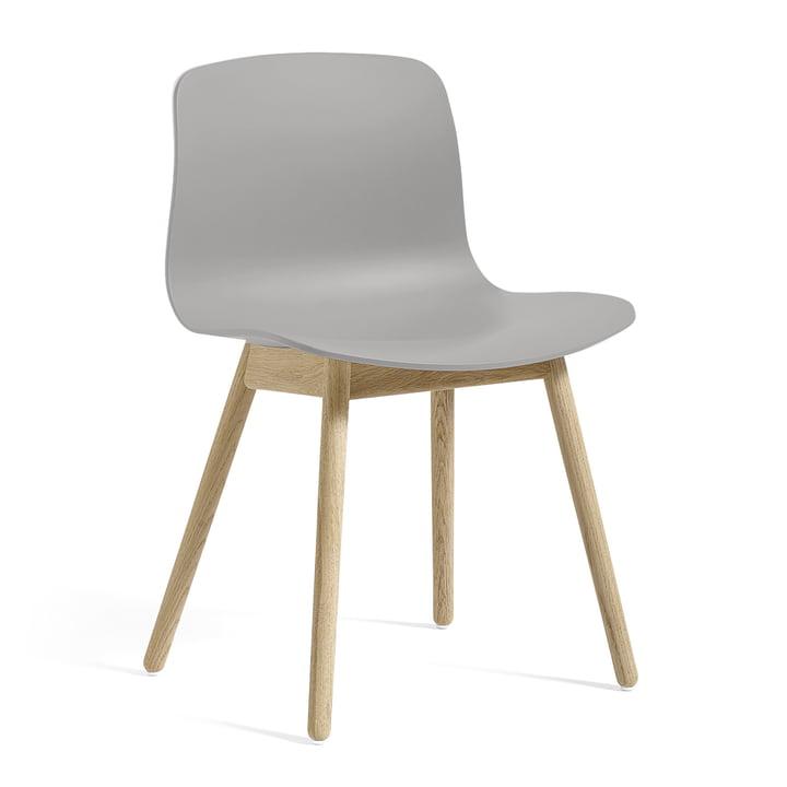 About A Chair AAC 12 af Hay i sæbet eg / betongrå