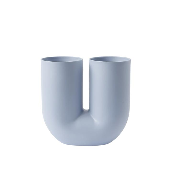 Kink vase af Muuto i lyseblå
