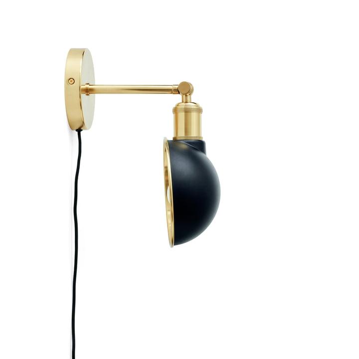 Walker væglampe, messing / sort fra Menu