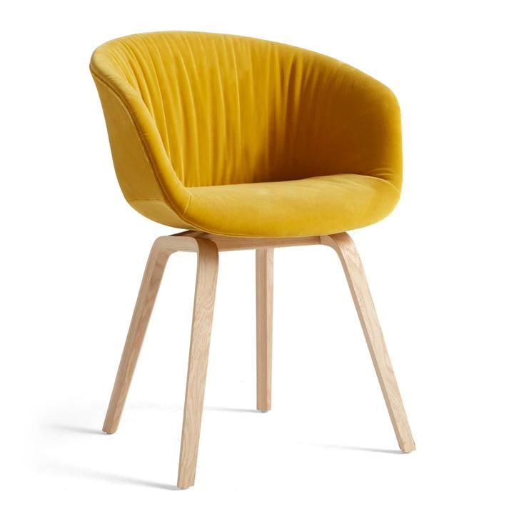 About A Chair AAC 23 Soft af Hay i den variant eg matlakeret / fuld polstret Lola gul