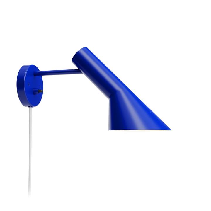 AJ væglampe fra Louis Poulsen i ultrablå