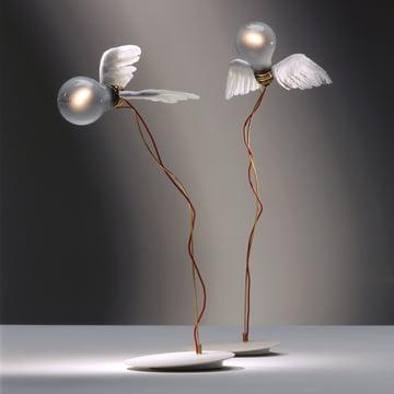 Flyvende design, der betager – Ingo Maurers Lucellino bordlampe