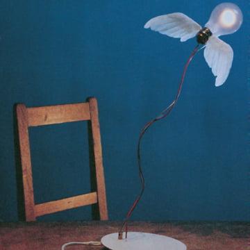 Englene synger med Ingo Maurers Lucellino bordlampe