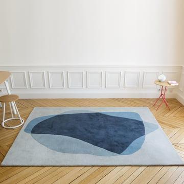 Serge tæppet i nuancer af blå og grå
