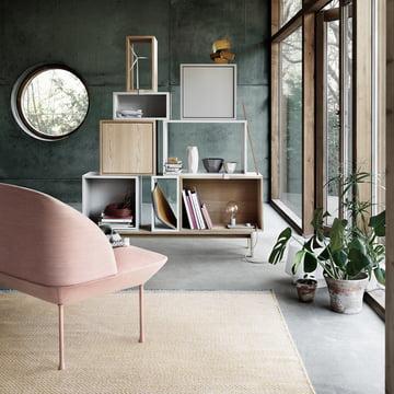 Stacked reolsystem, Ply tæppe og Oslo sofa fra Muuto