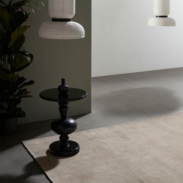 Moor tæppet fra &Tradition, Formakami lampen og Shuffle bordet