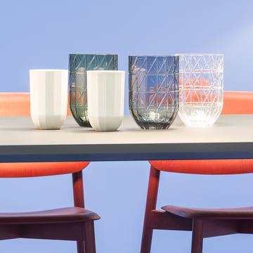 Hay – Colour Vase glasvaser i størrelse L og Paper Porcelain vaser i størrelse M.