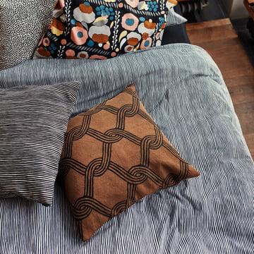 Marimekko – Sulhasmies pudebetræk 50 x 50 cm, brunt / sort