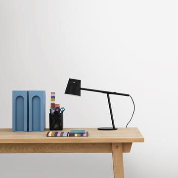 Momento bordlampe fra Normann Copenhagen i sort