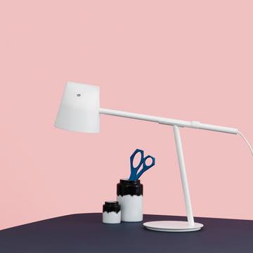 Momento bordlampe fra Normann Copenhagen i hvid