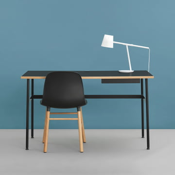 Journal skrivebord, Form stol og Momento bordlampe