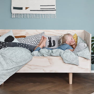 ferm LIVING – pude med pindsvin, 30 x 30 cm, mintgrøn/pude med kanin, 30 x 30 cm, grå/sort