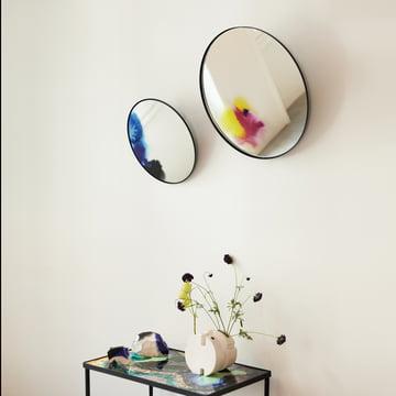Vægspejl med farvepigmenter