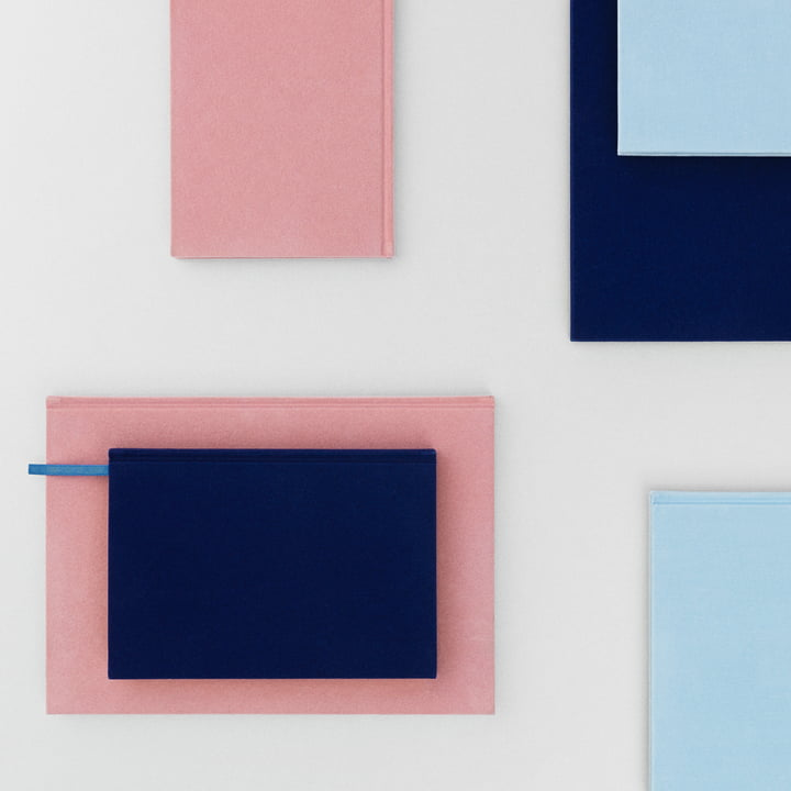 Normann Copenhagen – Notesbog i velour i lyserød/lyseblå/mørkeblå