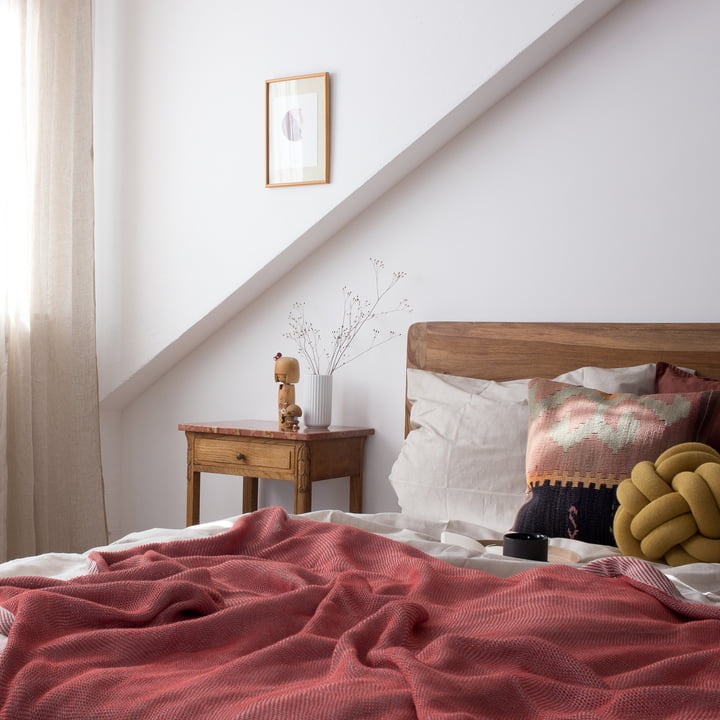 Soveværelse i rød og jordfarver