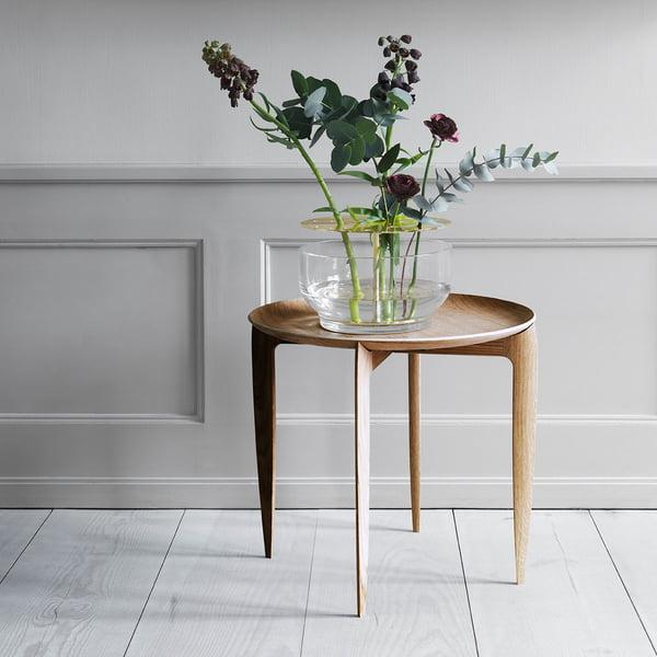 Designervase Ikebana på sidebord af Fritz Hansen